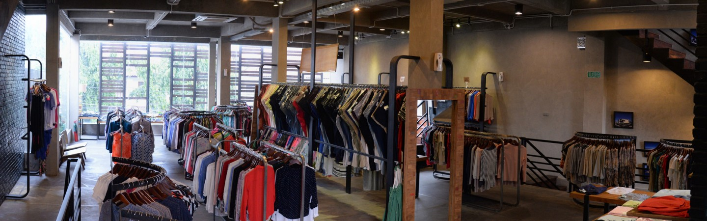 LIVING ROOM – THE GENUINE FASHION OUTLET